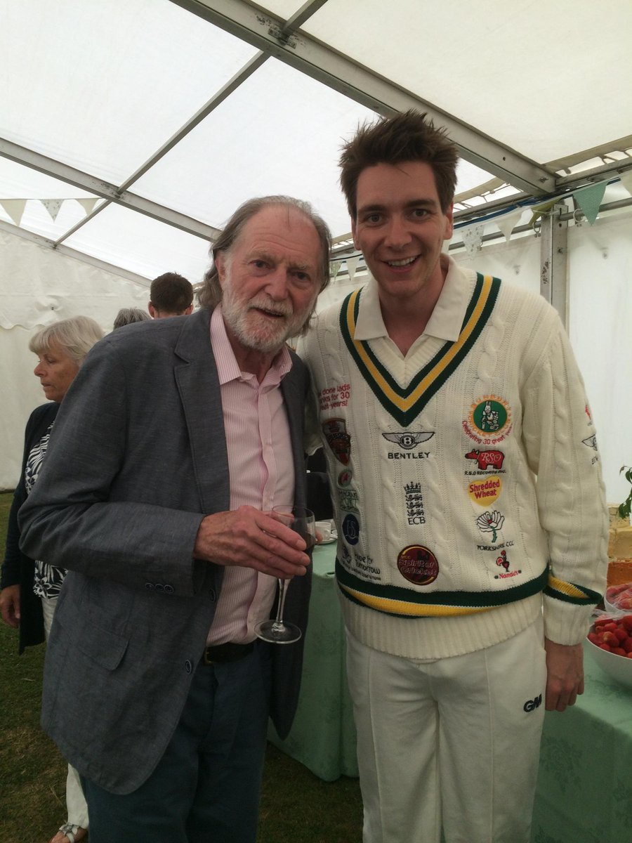 A couple of Harry Potter actors were spotted today at Ragley Hall! @James_Phelps & David Bradley! http://t.co/BF1xOKTzeX