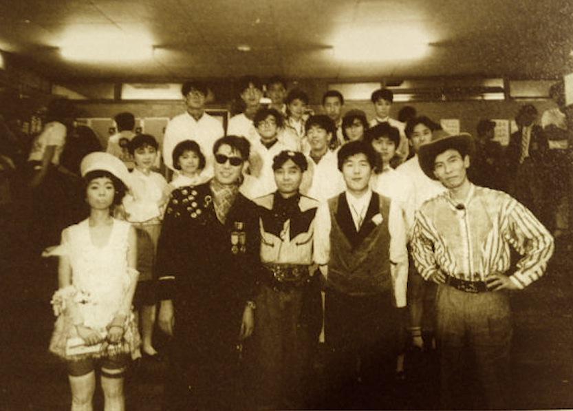 1985年6月15日、国立競技場での はっぴいえんど再結成ライヴ終了後。コーラス隊として参加したピチカート・ファイヴ、ワールドスタンダード、コシミハル、shi-shonen...と。#OnThisDayAndFacts http://t.co/zWctBbFo3T