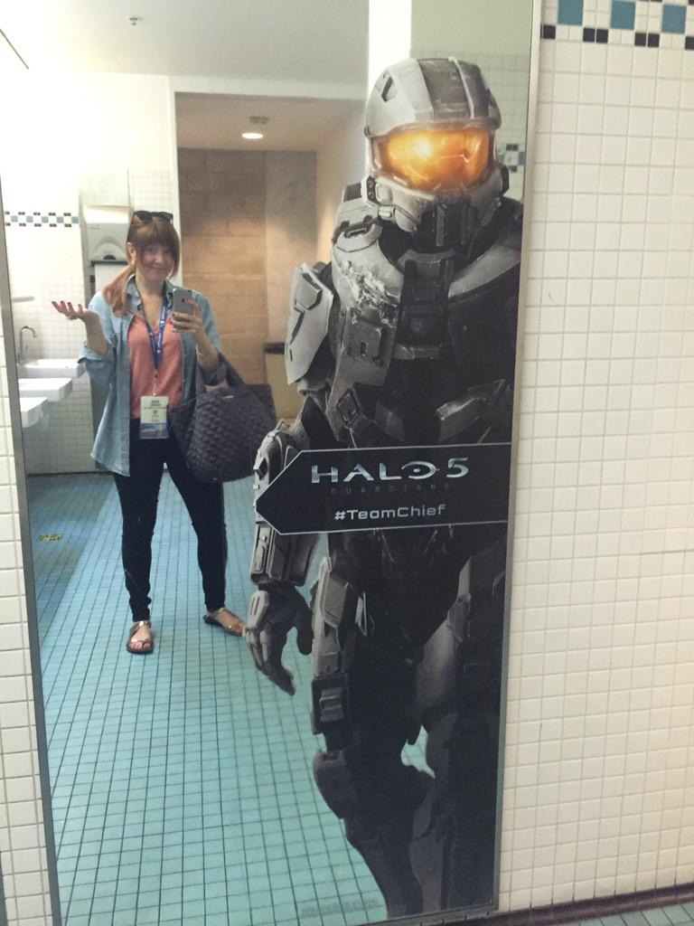 OMG - Master Chief be creepin' in the ladies room at #E32015 :p http://t.co/k16F5i3qQr