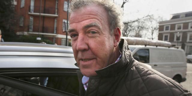 """""""¿Qué persona se compraría un coche hecho por españoles?"""" Dice Clarkson sobre el Seat León... http://t.co/JuQ719xUPp http://t.co/lfoyBd5Nuw"""
