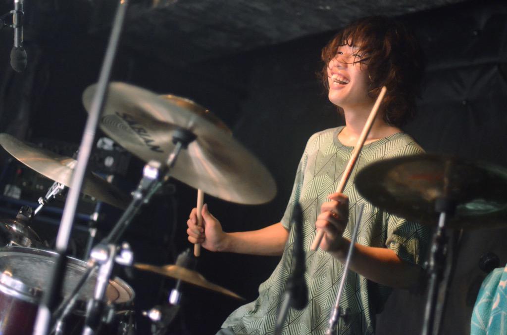 ROLLICKSOME SCHEME(おまけ) (@ROLLICKSOMESCHE )  2015.06.13 @渋谷club乙  改めましてこびきくんお誕生日おめでとう◎ワイコちゃんがくるくる回ると空気が変わります。終わりの素敵笑顔 http://t.co/XzLhBm7fDF