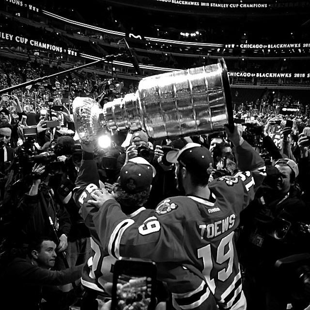 Freelance photographer Andrew Nelles shot this photo tonight and it is damn near perfect. #Blackhawks http://t.co/usC4MdinVM