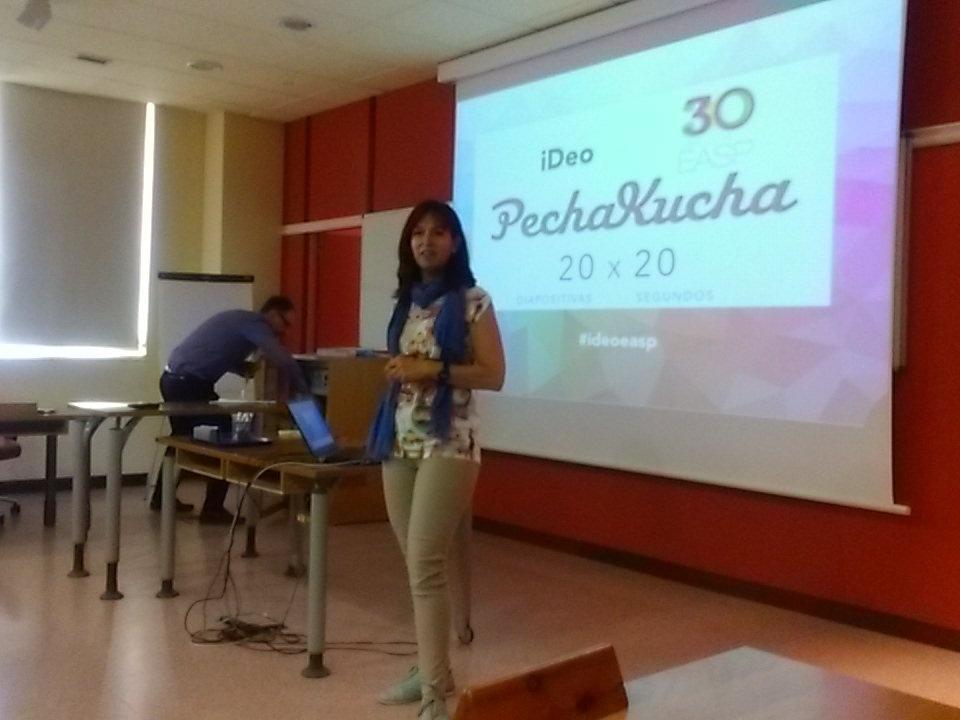 Nuestra compañera Giulia entregada en su #pechakucha sobre enjambres de ideas en la @EASPsalud http://t.co/6uxSyYZu4R