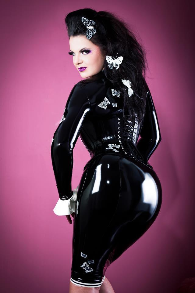 "Lady Asmondena on Twitter: ""Kiss my shiny Rubberass! #Rubber"