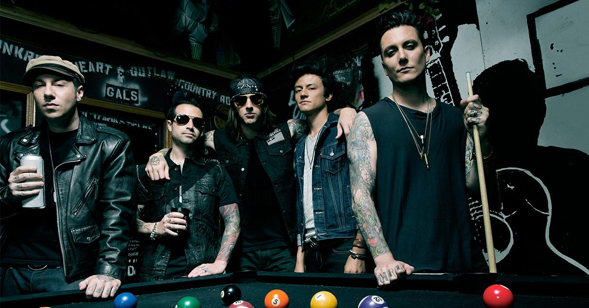 We're teaming up with @TheOfficialA7X to bring you bonus content when you pre-order #GuitarHeroLive, coming 10/20. http://t.co/ofEFzKJvjb