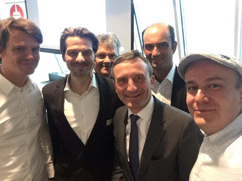 Viele Insights von den Diskutanten des Startup-Gipfels für Düsseldorf. Hier unser Selfie m. @OB_ThomasGeisel #DusDigi http://t.co/ti8EfnAOON