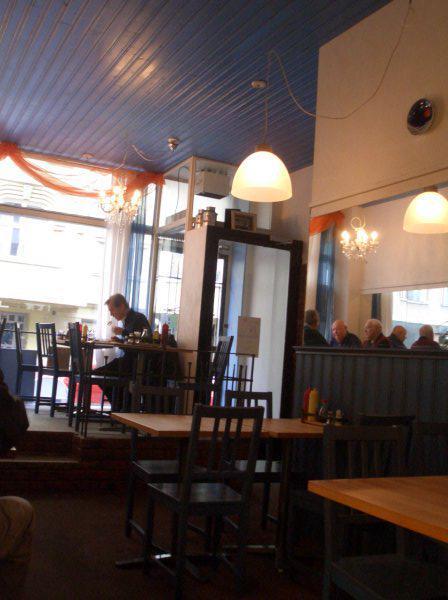 「かもめ食堂」こと、カフェスオミ(Kahvila Suomi)オーナー夫妻が引退。長年支えてきたオーナー夫妻が「12年間ありがとう」とHPにコメント。来月7月1日より新体制でスタート。http://t.co/mVOVHj0sSB http://t.co/YKKd8VaMVk