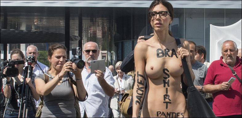 ziemlich nackt kunstlerin