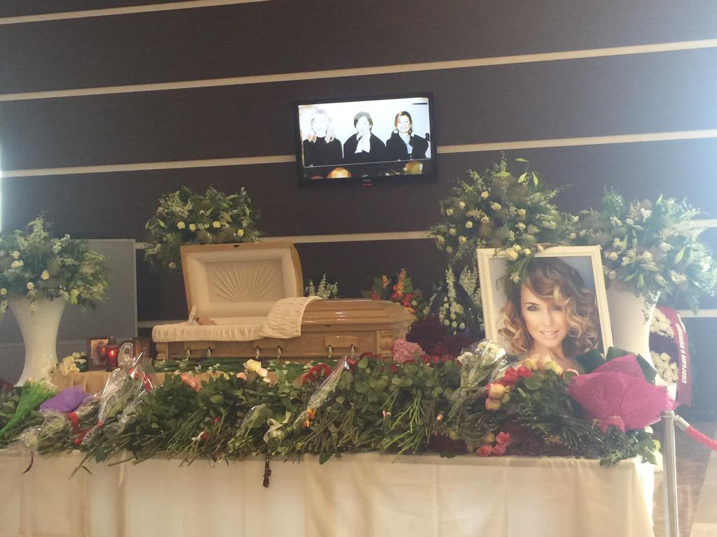 Как Потупчик плюнула на гроб Жанны Фриске  Лена Миро