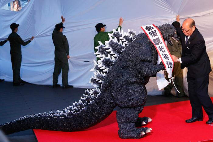 Godzilla is officially a citizen of #Japan! Check him out making his red carpet appearance: http://t.co/UTEhv2nND4 http://t.co/yJcx5eRM2Z