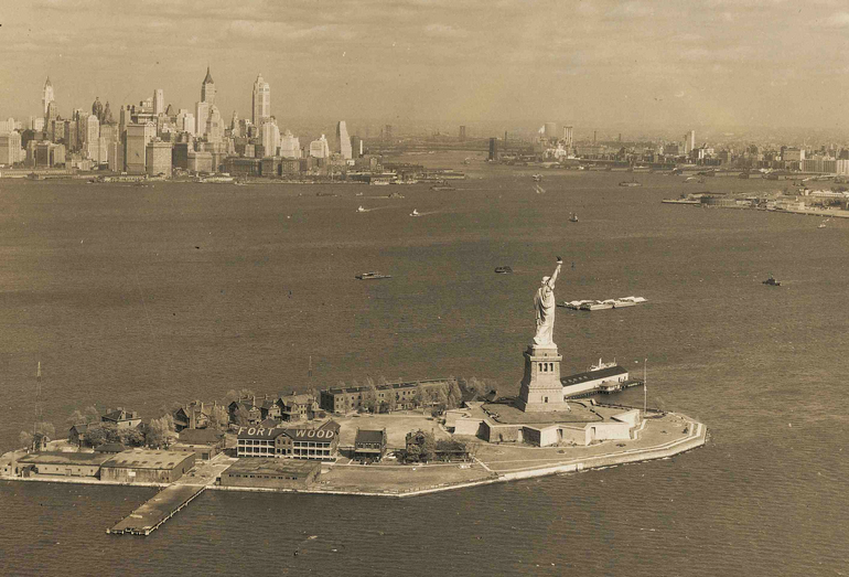 Today in 1885, the Statue of Liberty arrived in NYC harbor. Explore Franco-American friendship at #FIAFLibrary! http://t.co/A6BB4TGp27