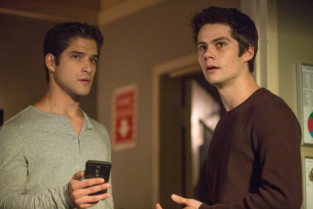 Howl at the moon! Catch up on of @MTVteenwolf before season 5. @tylergposey @dylanobrien http://t.co/NbyYx8zmQG http://t.co/pcXoaIal0j
