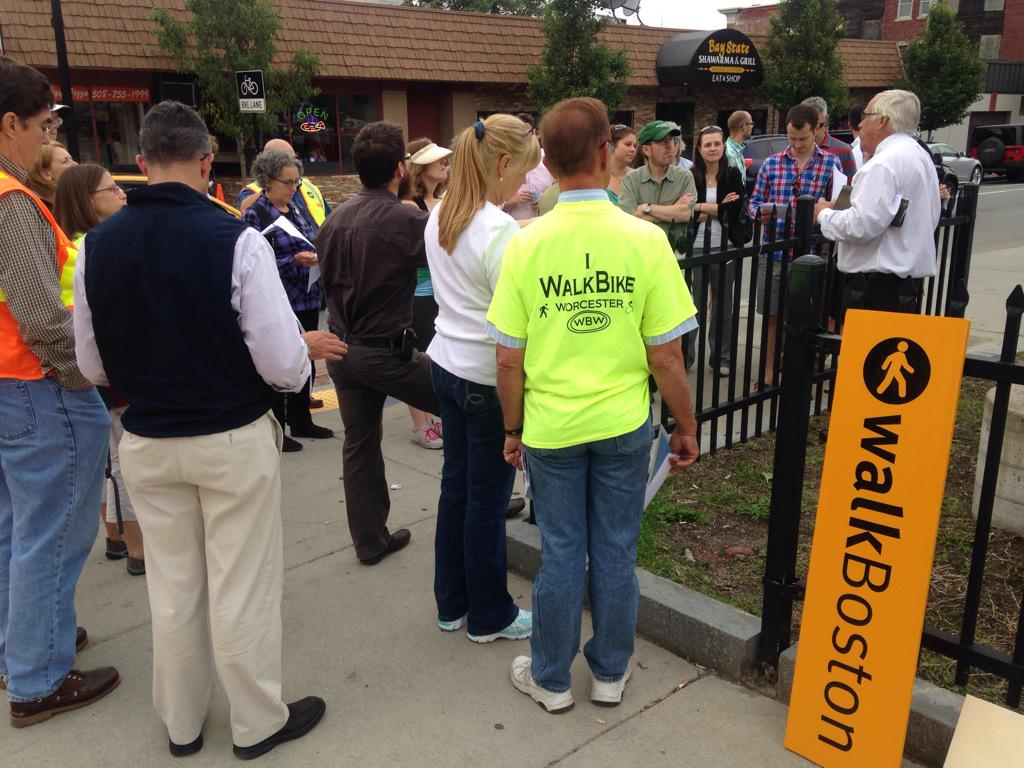 Phil Niddrie from @TweetWorcester describes neighborhood revitalization efforts in Union Hill #WalkTheWoo http://t.co/QD0hA4RrR2