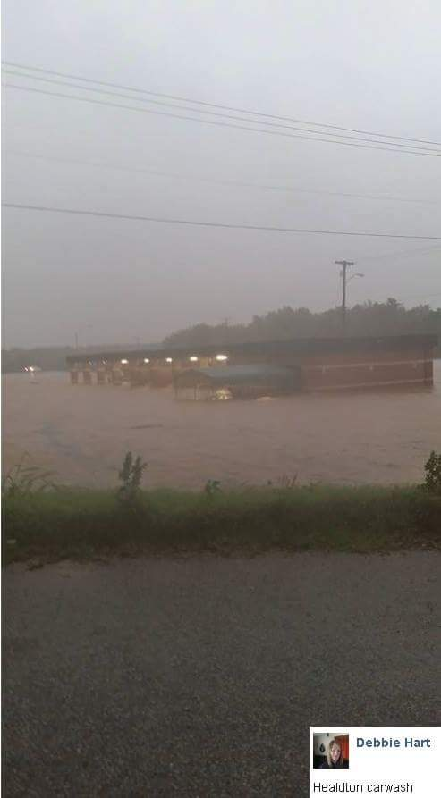 My hometown of Ardmore Oklahoma having the worst flood in years. http://t.co/9i5U6Jd6TN