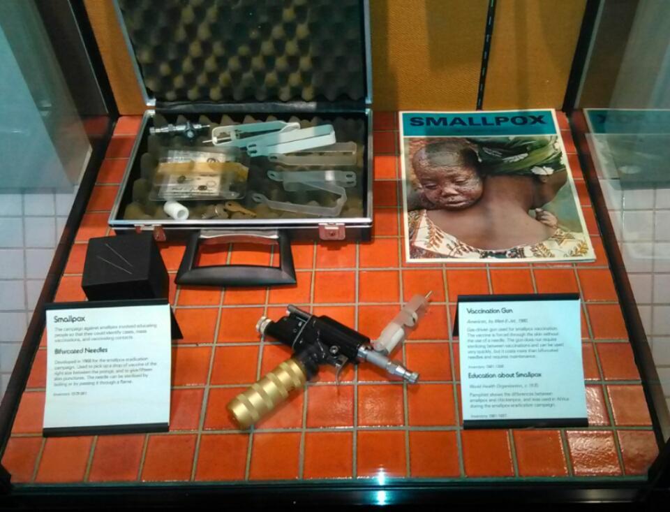 """Gracias a esta """"pistola"""" se ha podido erradicar la viruela del planeta (Museo de Ciencias, Londres) #microMOOC http://t.co/EEn9bYFzrK"""