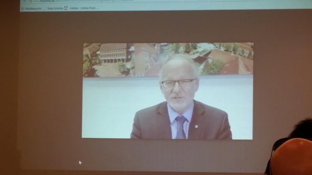 #vfh15 Aktuell Begrüßung Prof Kreutz,  VFH Vorsitzender eingebunden per Video Nachricht http://t.co/LB4lGcUcjO