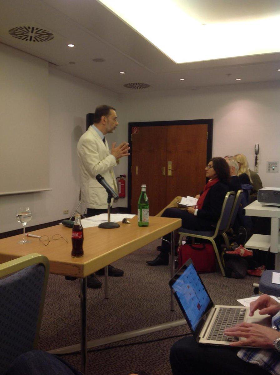 Prof Mündemann vergleicht die VFH mit Merlin. Ziel ist bekannter zu werden -  den Zauber zu verbreiten!. #vfh15 http://t.co/23sXClv6WK