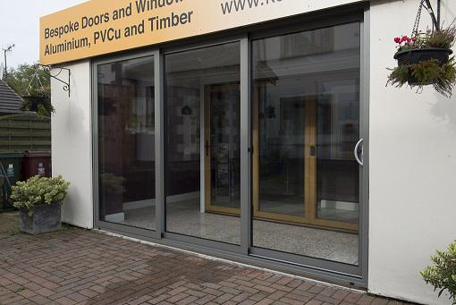 Aluminium Triple Track #Patio #Doors   All Doors Can Slide Left U0026 Right  Http://ow.ly/Okr33 Pic.twitter.com/1cry1oPnHO