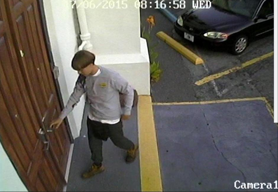 If you have any tips or know suspected #Charleston shooter call 1-800-CALLFBI (1-800-225-5324) http://t.co/iVMEQ4XWwf http://t.co/3pTobFaCNE