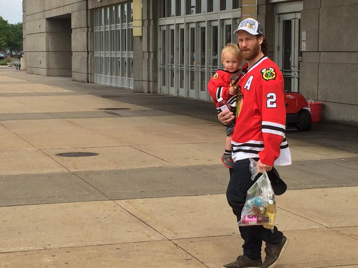 Duncan Keith. Stanley Cup champion.  Conn Smythe winner.  Dad. http://t.co/uNIK4Osvee