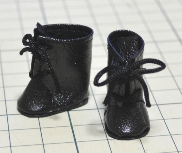 お待たせしました! オビツ11用ブーツの型紙UPしました♪ すごく小さくてスペースが余ったのでこれも予約申込書になってますw 本専用に作ったキャラですので こちらもよろしくお願いします