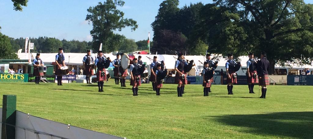The Scottish Game Fair officially starts with a fab pipe band! http://t.co/jcIrX1U1rd