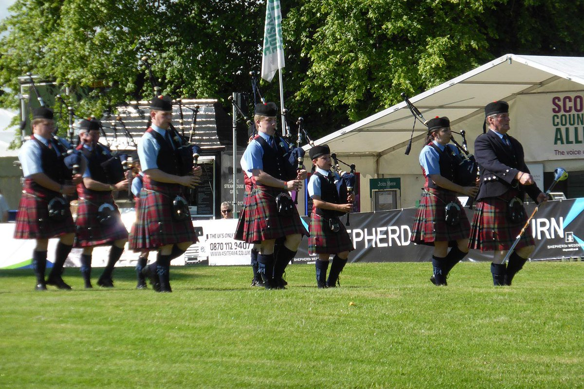 Glorious sunshine at #SGF2015 for the Vale of Atholl Pipe Band in the main ring. http://t.co/zaQai1ZDnu