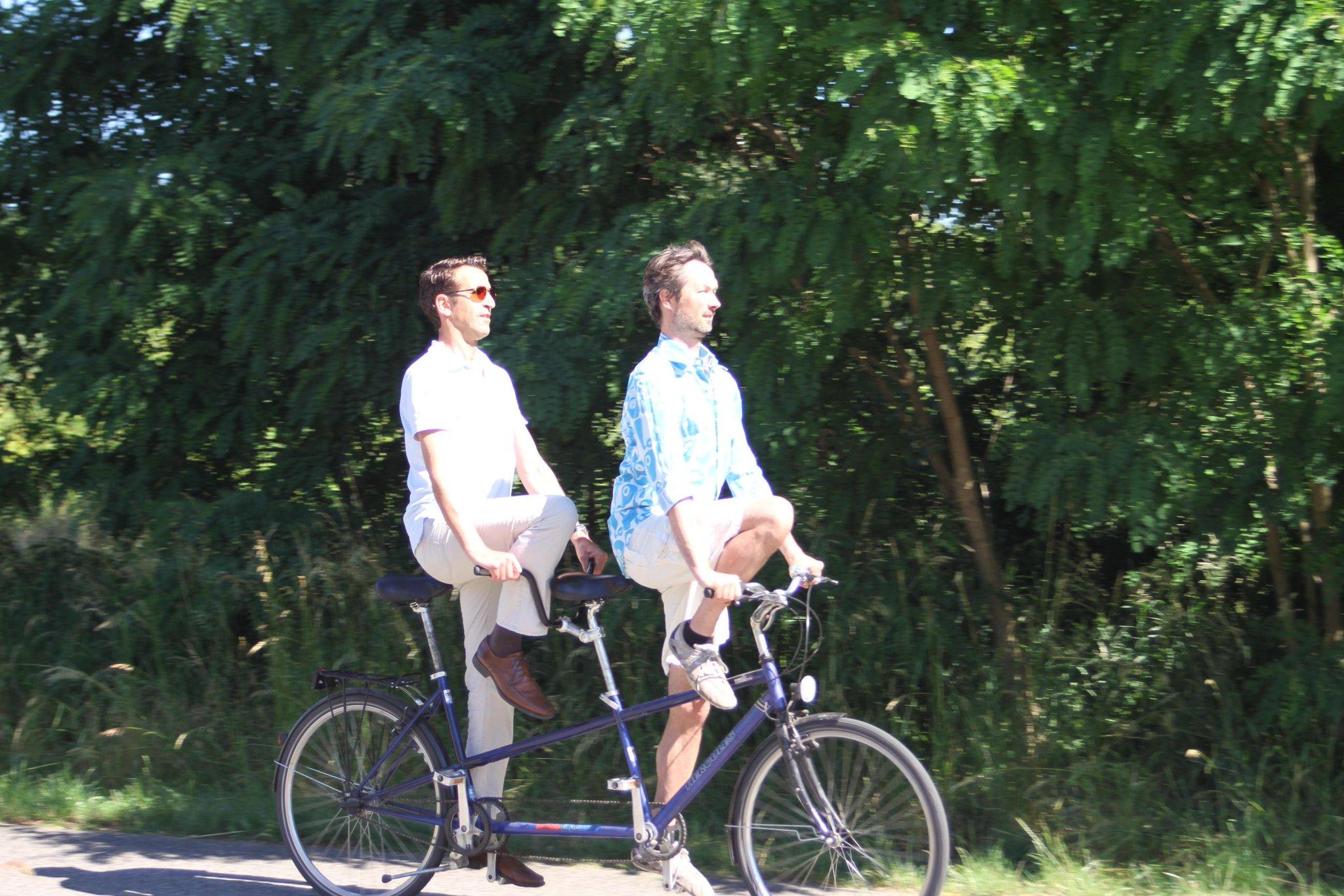 Die Doppel-Taube für @Yogacycling auf dem Tandem. Für Single-Räder heute & morgen Kurse: https://www.facebook.com/events/392516084286889/ ...pic.twitter.com/aPja4Hrcn0