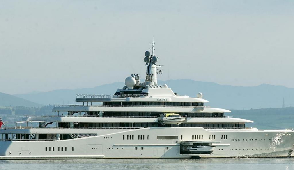 Luxury Yacht Owned Russian Oligarch Roman Abramovich Spotted Berthed