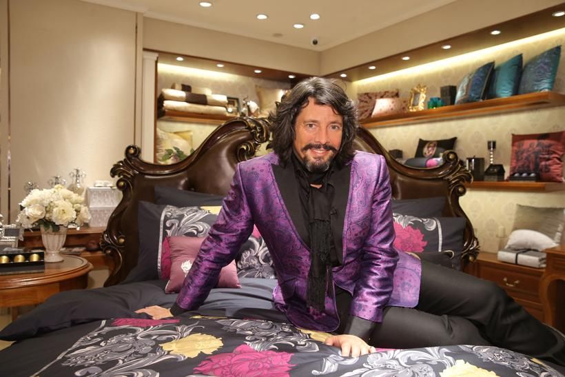 Laurence Llewelyn-Bowen on cracking China: five marketing lessons http://t.co/Ssa6eoxTWC @MarketingUK http://t.co/DU10qRtUgK