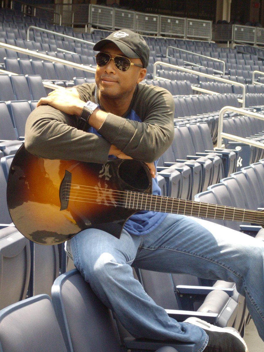 See #Yankees legend, Bernie Williams, perform @TurningStone on July 9 @ 9pm. Meet & Greet 2pm-4pm. @bw51official #NYY http://t.co/3rHxT3dxa3
