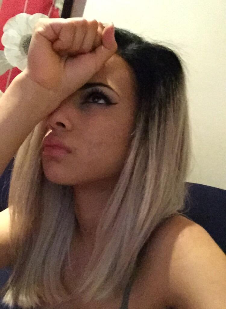 "Lemybeauty On Twitter Blackout: Lemybeauty On Twitter: ""When You Accidentally Open A Chat"