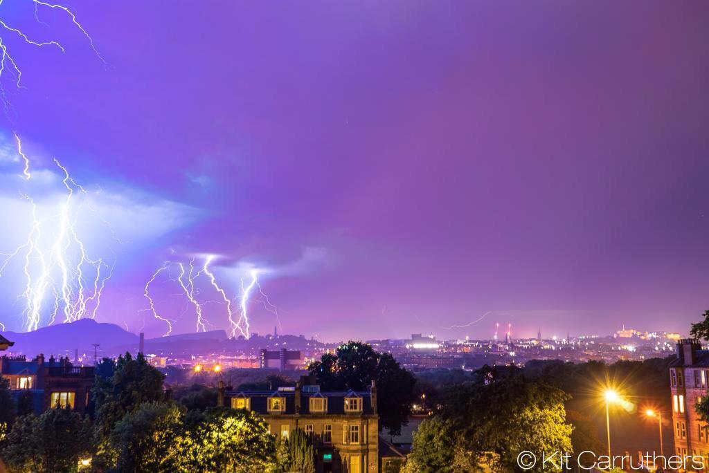 Cracking picture of Edinburgh last night!