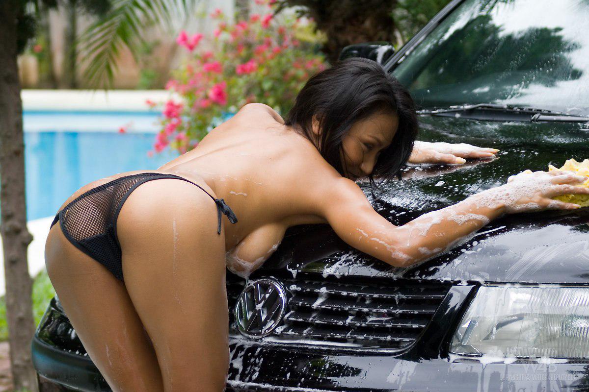 asian-girls-posing-naked-on-cars-webcams-for-ipod