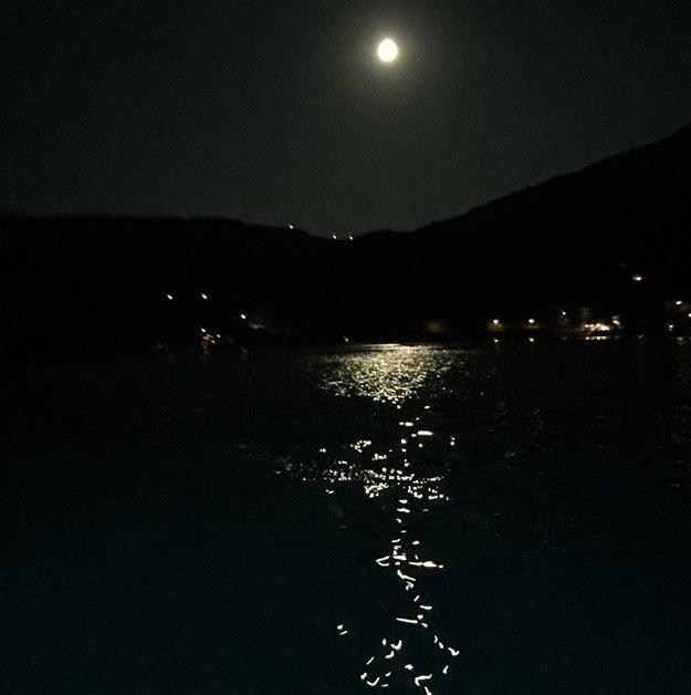 Full moon - rebirth 🌑 http://t.co/5G01OcbiWo