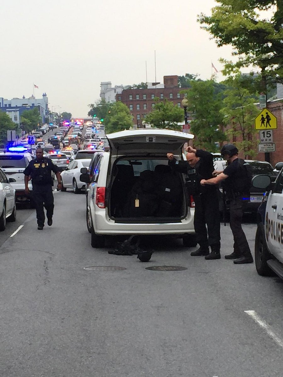 USATODAY: RT NathanBomey: Police with large weapons gearing up and running toward the scene at Navy Yard. http://t.co/stDLyavUVP