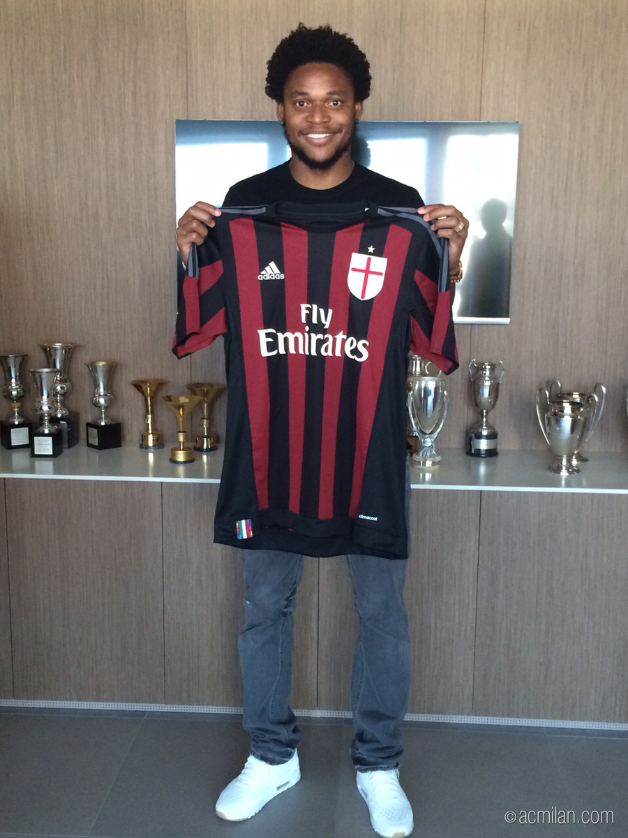 Luiz Adriano has signed the contract that will tie him to #ACMilan until June 30, 2020! #weareacmilan