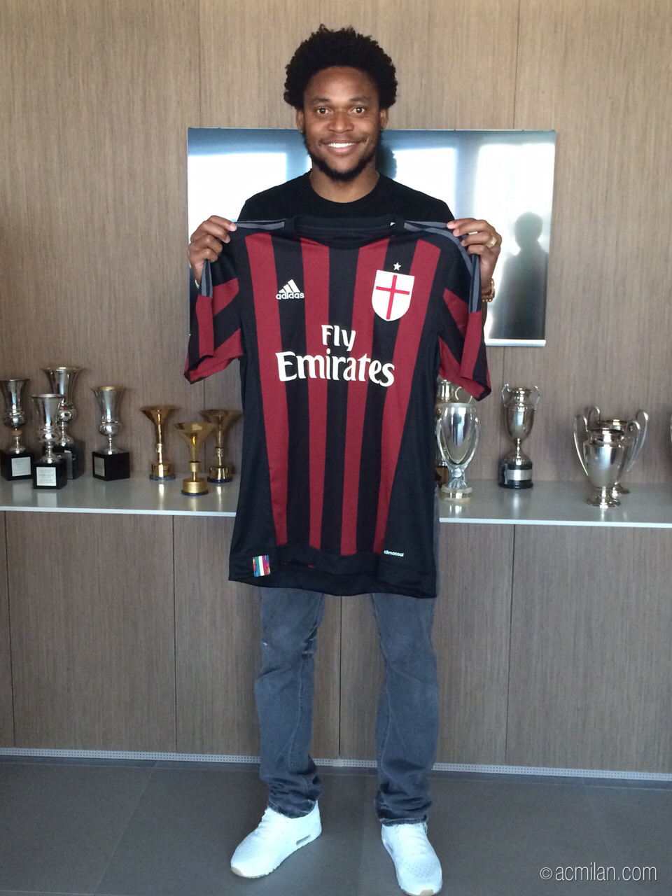 "AC Milan on Twitter ""Luiz Adriano has signed the contract that"