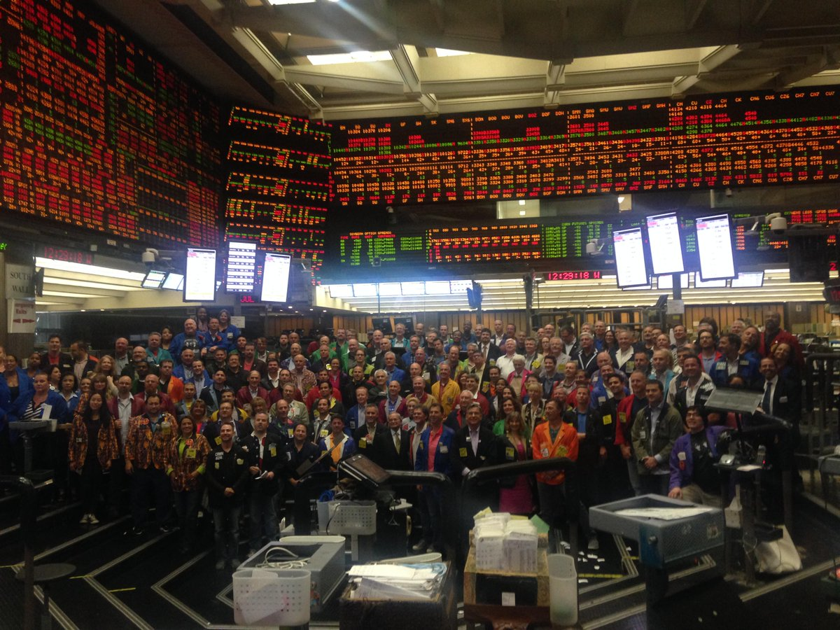 Chicago traders in CBOT soybean pit on July 2, 2015, taken ahead of futures pits closing - as soon as July 6. http://t.co/pItHcQbZ3t