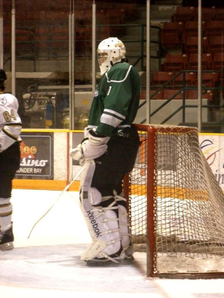 Here's a pic of 6-foot-9 goalie John McLean, who the Canucks are bringing to prospects camp: http://t.co/TeDMZ3bhCI