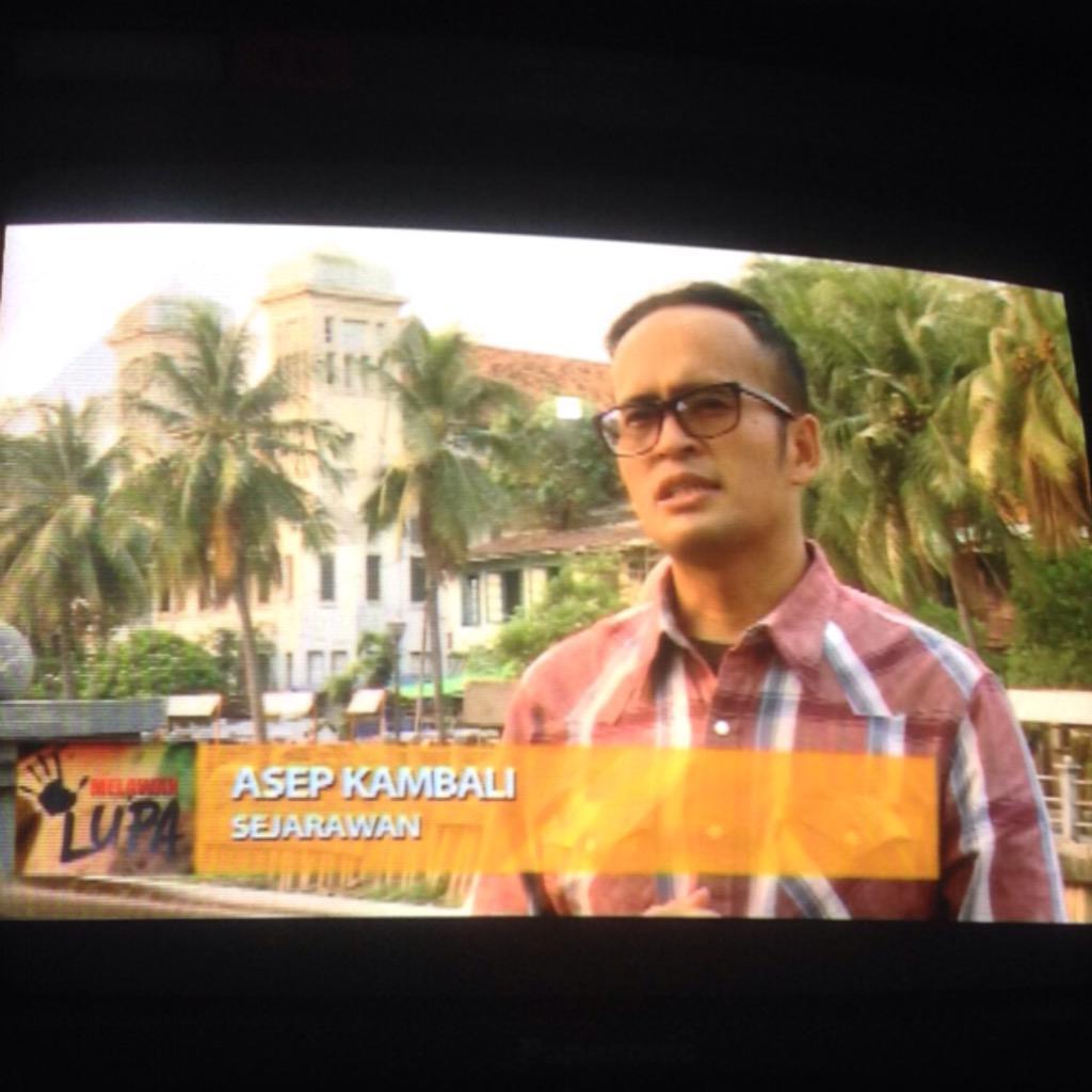 abis tadarusan nntn program melawan lupa aja , jam 21.30 di metro tv ada kang @AsepKambali  @IndoHistoria http://t.co/QtLULU9qMO