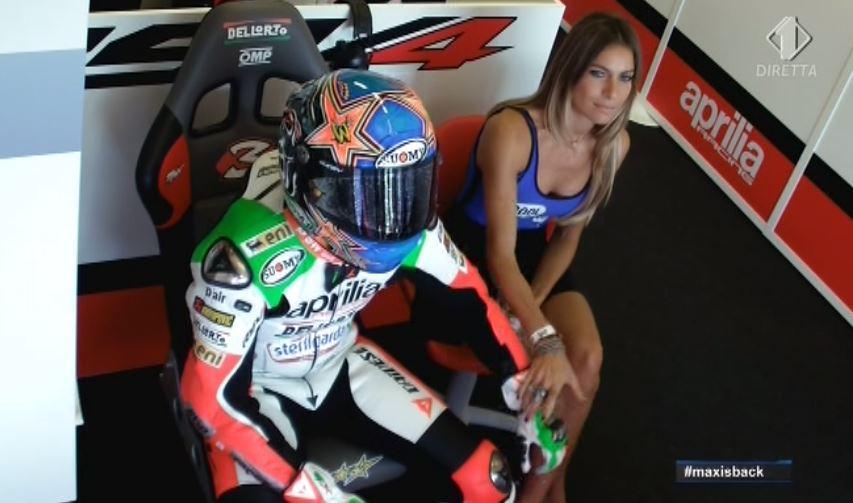 FOTO Nel box Aprila Max Baggi insieme a Eleonora Pedron.