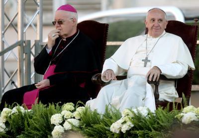 Papa Francesco e l'ipocrisia di chi vuole la pace e costruisce armi