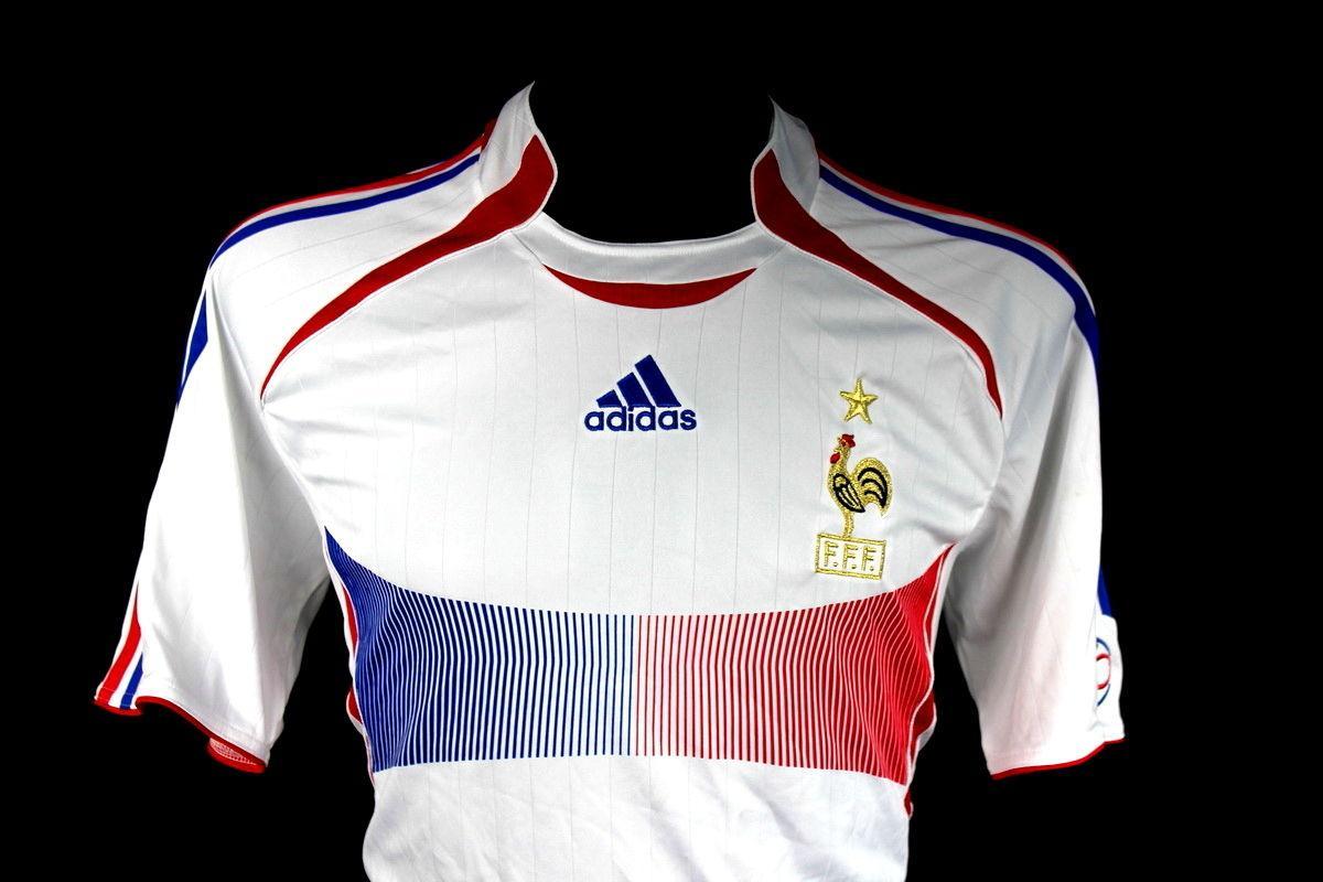 Football shirts on Twitter:
