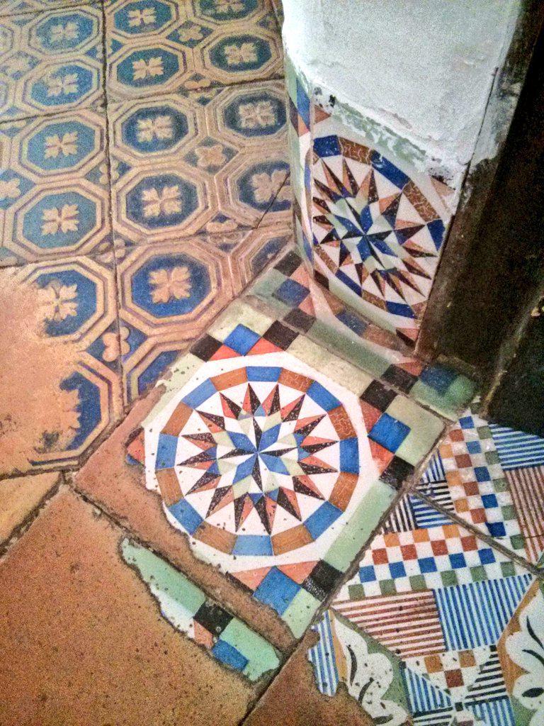 La Cartoixa de Valldemossa #tessellations #tessel·lacions #tiles #mathphoto15 http://t.co/U9OGQRQ8fT