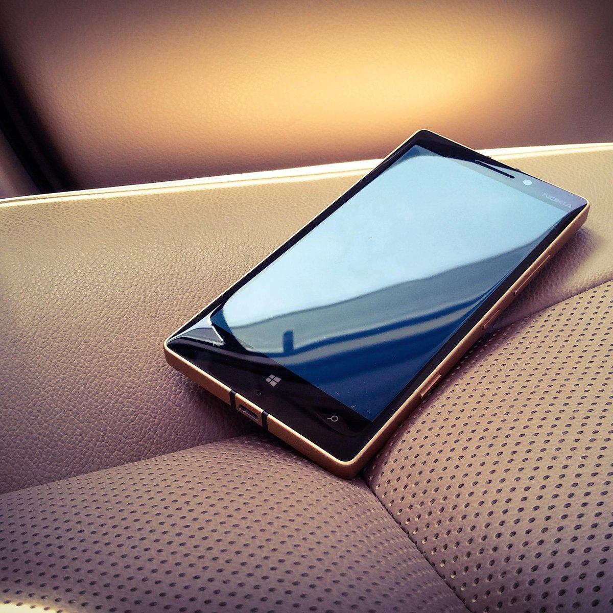 Concorso scatta un selfie e vinci Microsoft Lumia 930