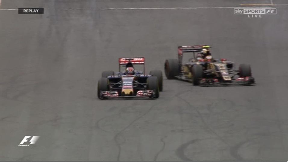 VIDEO F1 GP Austria. Nella foto il sorpasso con sbandata di Maldonado su Verstappen