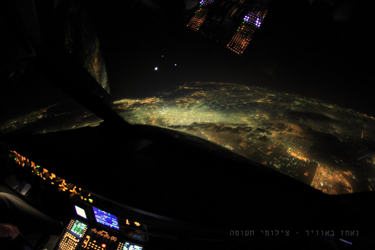 Cairo, the moon, Venus and Jupiter, again. all in one shot. http://t.co/BF4GfYWmCS