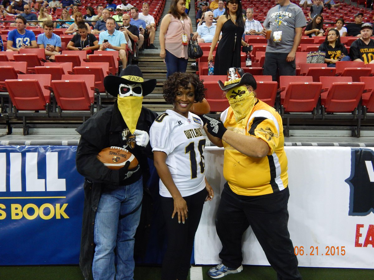 @AFLOutlaws fans dressing the part on #FathersDay! @AFLarenaball http://t.co/8BKWRhHYOa