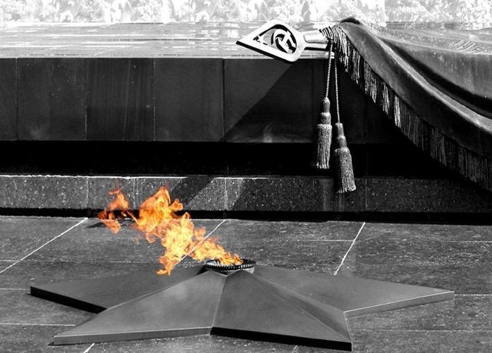 Картинки вечного огня с анимацией, букет красных роз